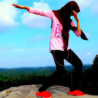 Aneka ekspresi di puncak batu dinding Borneo