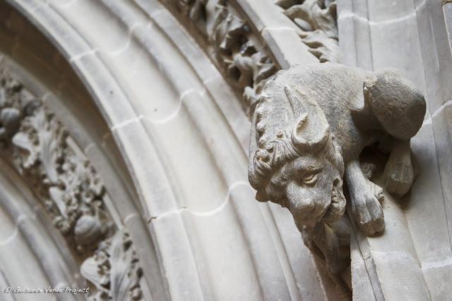 Monasterio de San Juan de la Peña, detalle portada capilla gótica por El Guisante Verde Project