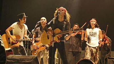 Slank merupakan grup band beraliran rock blues Indonesia yang dibuat semenjak tahun  Kumpulan Lagu Slank Terbaru dan Terlengkap (Update 2018)