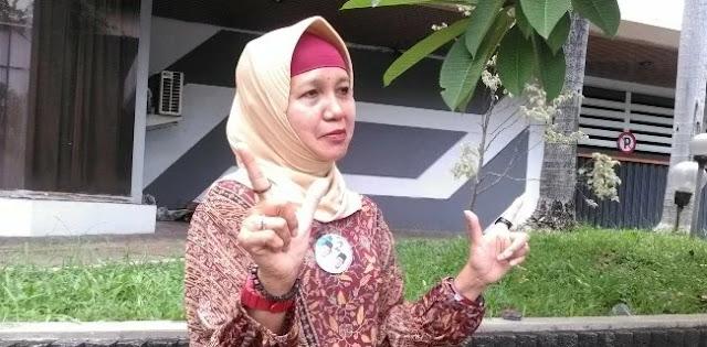 Kesal Spanduk Dukung Prabowo-Sandi Dicopot Satpol PP, Perempuan Ini Pasang Baliho