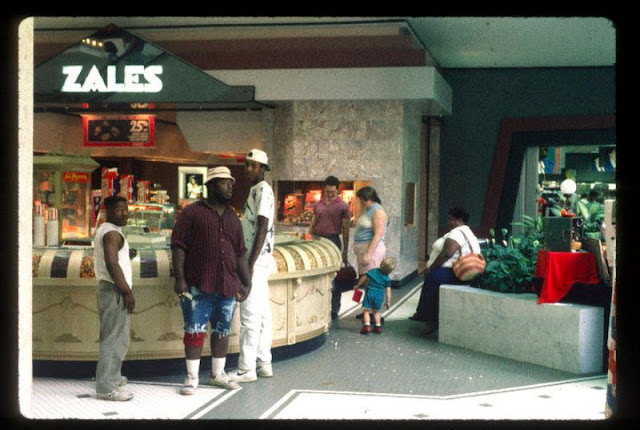 20 Interesting Pictures of Malls Across America in 1989 ...