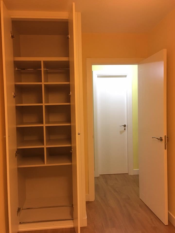 Karpinteria puertas armarios y tarimas interiores de - Zapateros interior armario ...