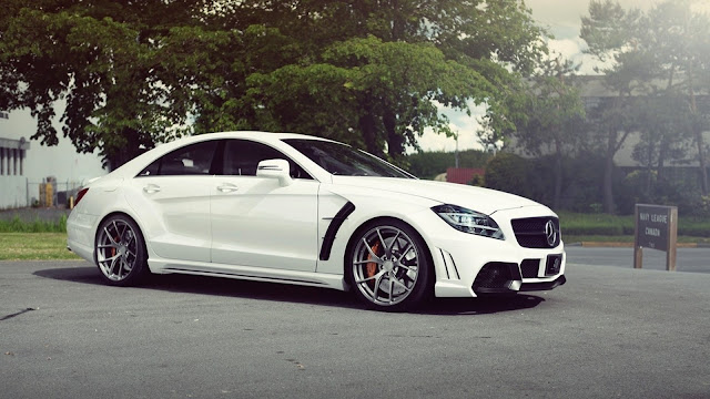 Carro branco importado Mercedes Benz C-Class Papel de Parede