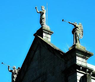 Estátuas na Fachada da Igreja Matriz de Nova Bréscia (RS)