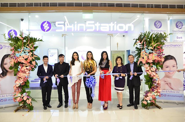 Ribbon cutting with My Sanctuary Wellness' Reyes family and SkinStation endorsers Ana, Lou and Patricia.