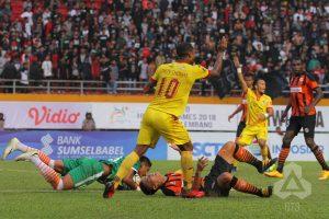 Sriwijaya FC Taklukkan Perseru Serui 3 - 2