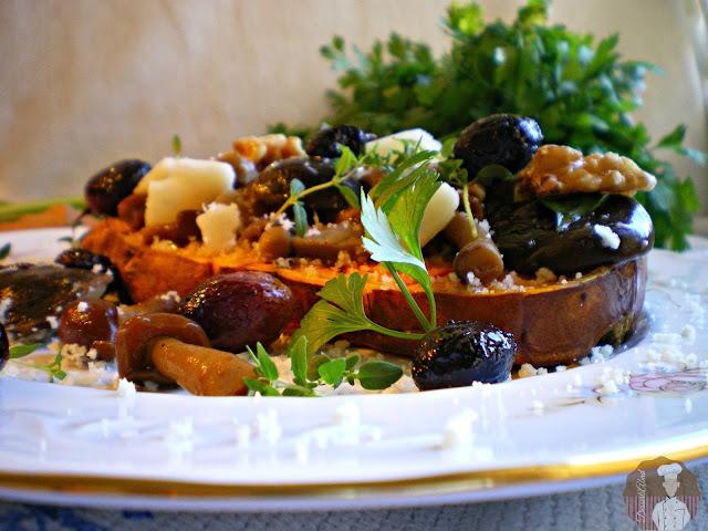 Batata asada con setas y parmesano