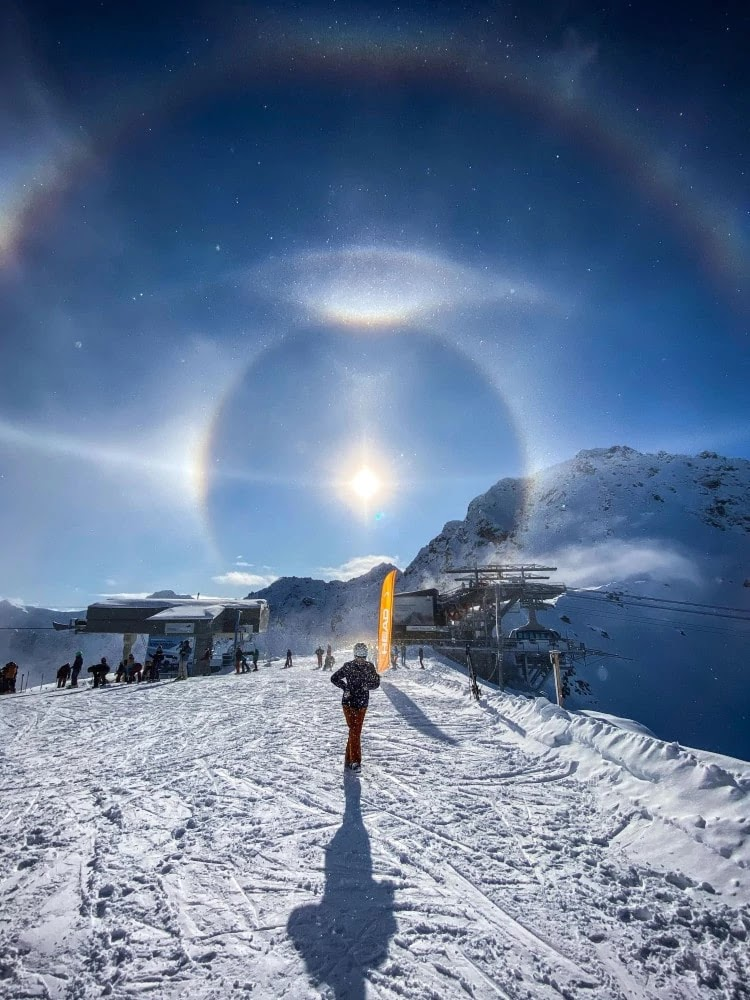 Mind-Blowing Pictures Of Light Halos In The Swiss Alps