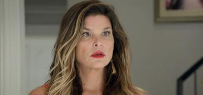 Lara (Cristiana Oliveira) decidirá internar a filha em um manicômio nos próximos capítulos de Topíssima