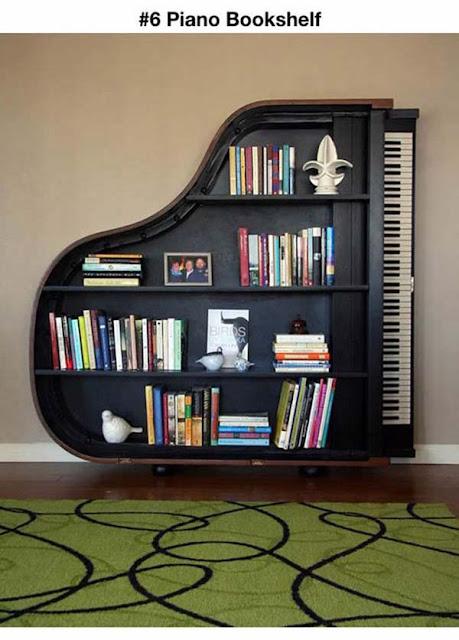 Estante em formato de piano