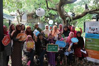 Kumpulan emak-emak blogger (KEB) berfoto bersama