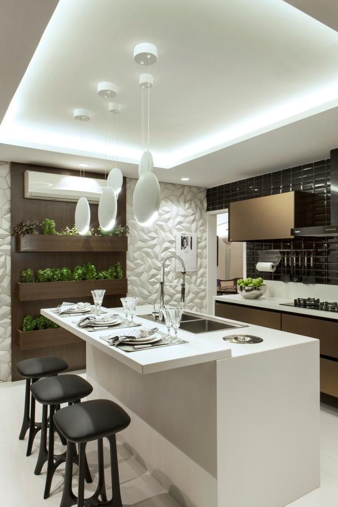 decoracao de interiores cozinha moderna:Outra novidade é a parede da horta com revestimento cimentício em 3D