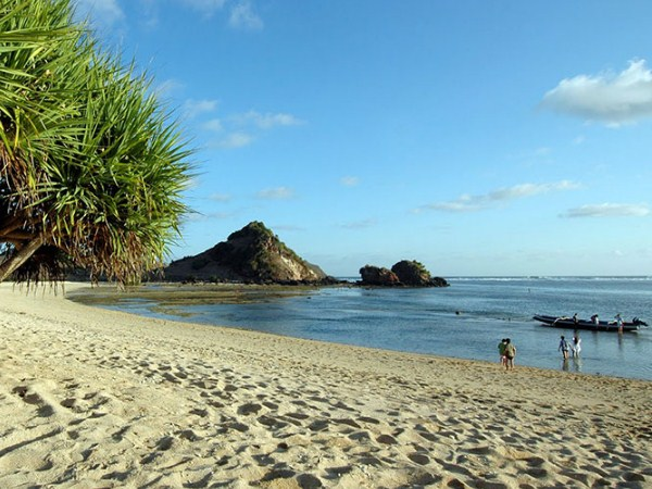 10 Most Beautiful Beaches In Lombok Island That You Shouldn't Miss