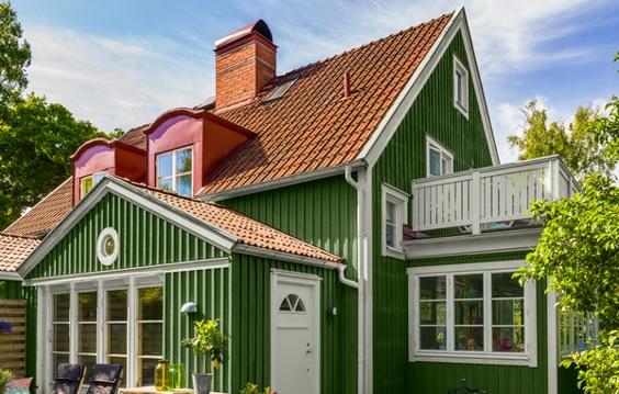 pintar la fachada de la casa de verde medio oscuro