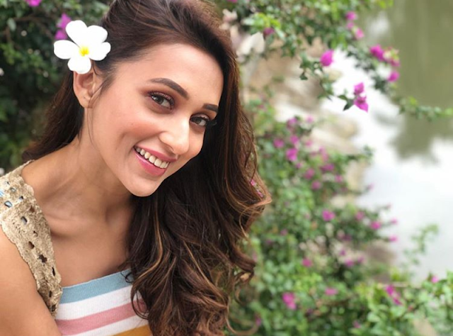Mimi Chakraborty - Biography, Wiki, Age, Height, Weight, Boyfriend, Family, Education, Husband or Affairs, Social Media, Instagram etc