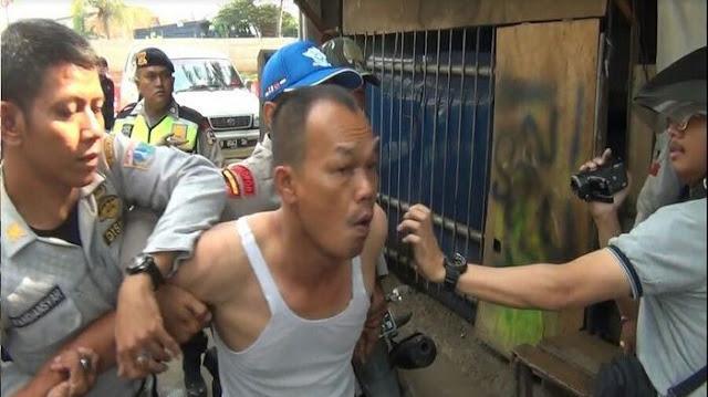 Parkir Sembarangan, Sopir di Daan Mogot Adu Jotos dengan Petugas