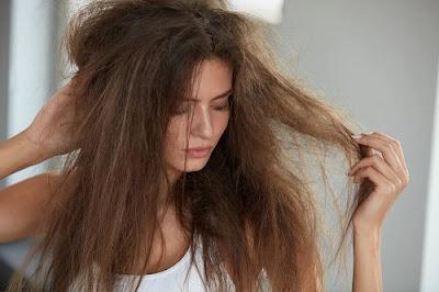 Solutions rapides pour éviter les cheveux bouclés