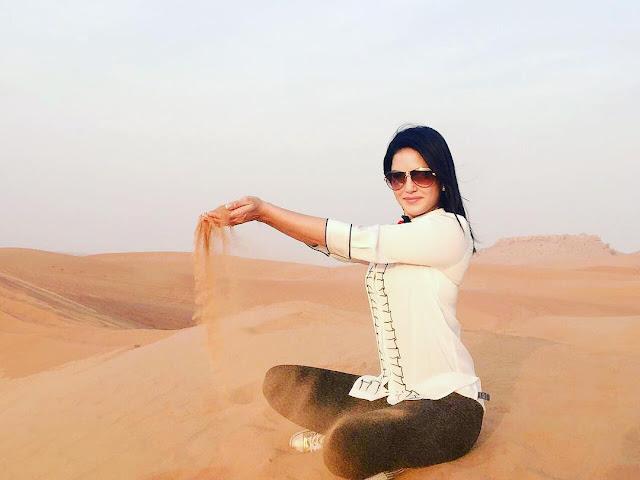 sunny-leone-in-desert