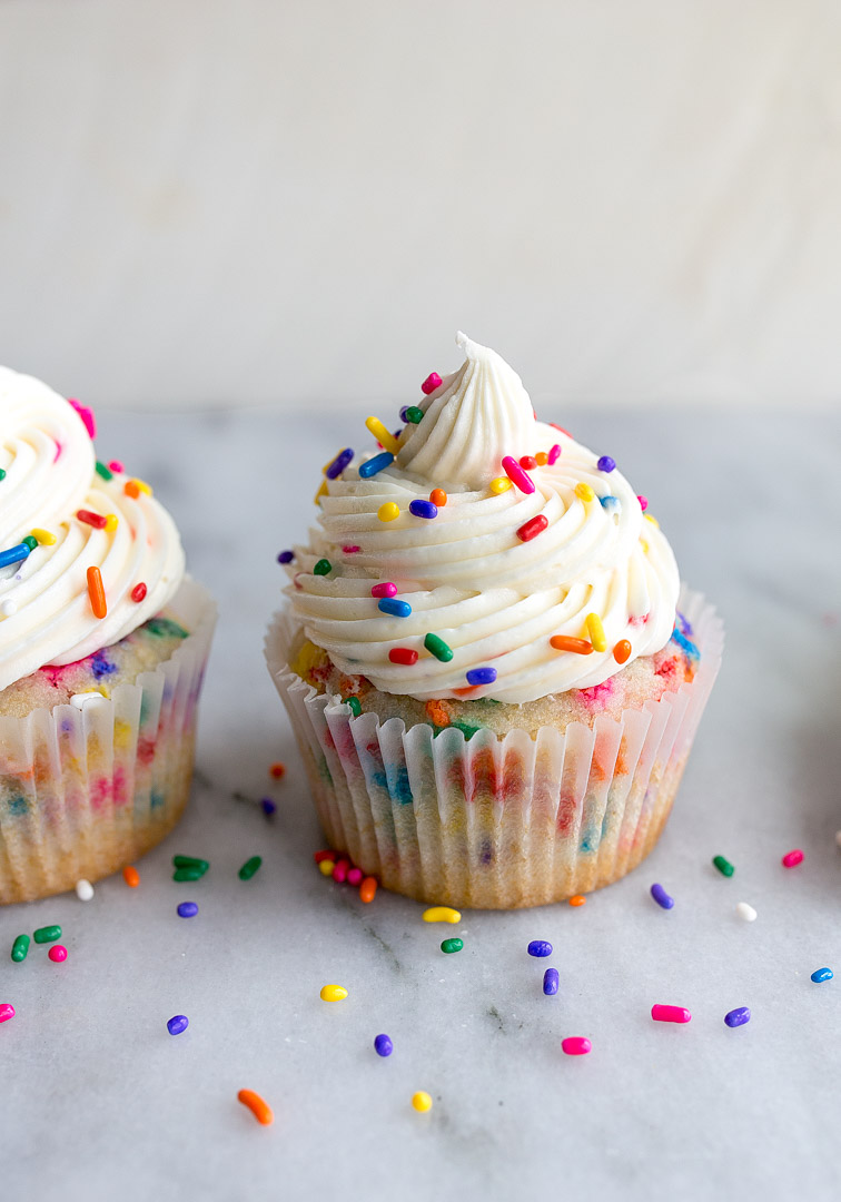 Bírthday cake cupcakes