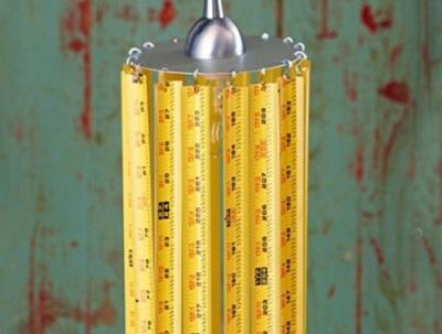 Lampu pendan terbuat dari pita pengukur/ meteran