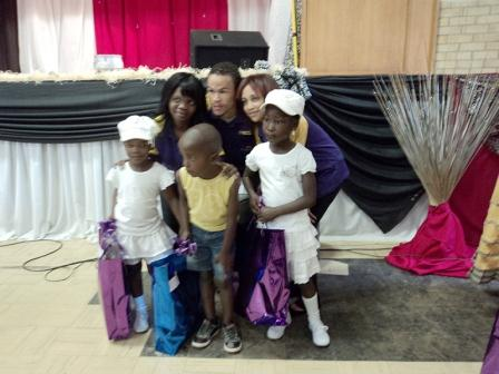 The happy children of Oliver's House with the Hollywoodbets Team