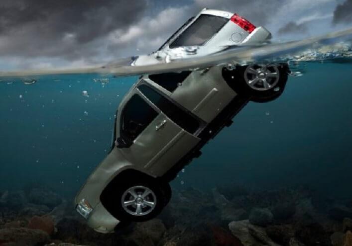 Kereta Terjunam Dalam Air