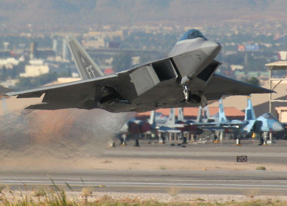 F-22%2BRaptor%2BTake%2BOff.jpg