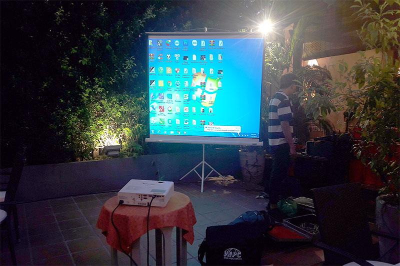 Cho thuê máy chiếu ngoài trời cho nhà hàng tại Hà Nội