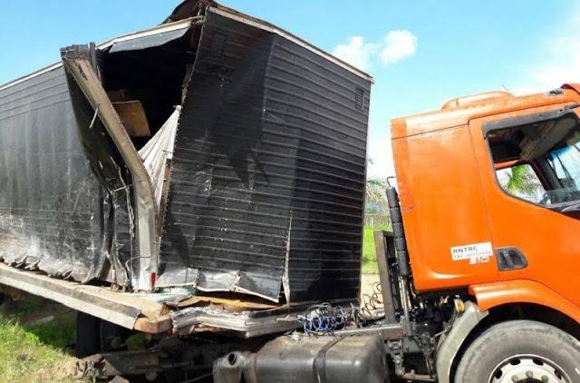 Duas carretas batem de frente e ficam destruídas acidente brutal na BR 364
