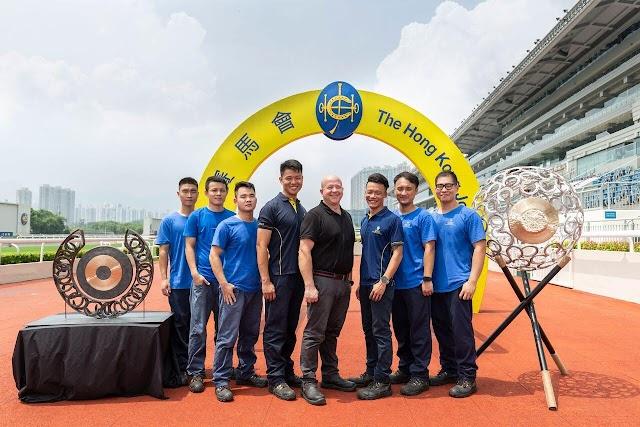 【好活動】香港賽馬會銅鑼藝術展 結合銅鑼與馬蹄鐵藝術品