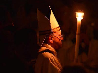 Resultado de imagem para Papa francisco na Vigília Pascal