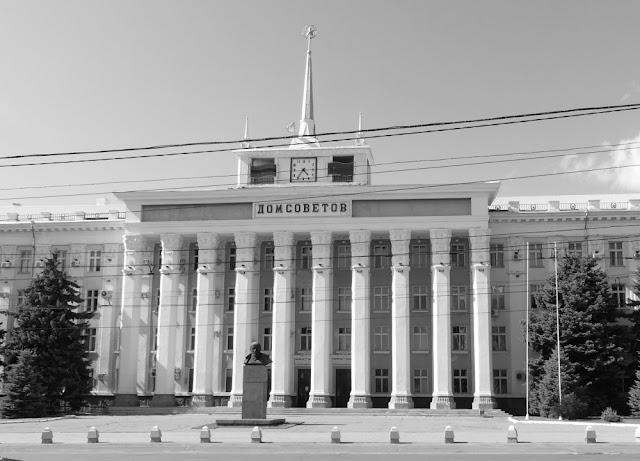 Tiraspol - Haus der Sowjets mit Lenin-Statue