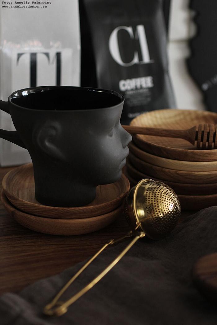 annelies design, mugg, ansikte, muggar, kaffekopp, fat av ek, glasunderlägg, underlägg, ek, ekdetaljer, te, kaffe, nicolas vahe, house doctor, tesil, sil,