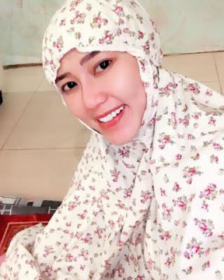 650226 via hijab Foto Via Vallen Terlihat Makin Anggun Saat Berhijab, Awas Naksir!