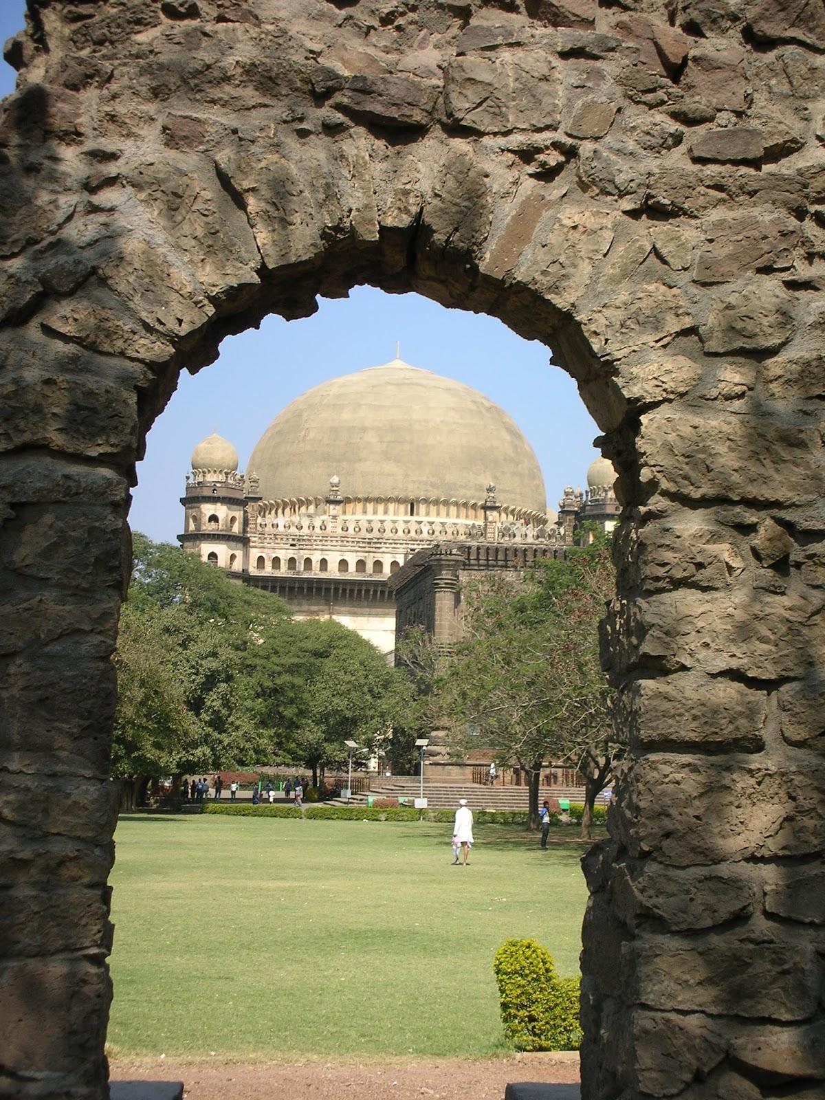 India Observer: Travel: Must See India: Gol Gumbaz: Bijapur