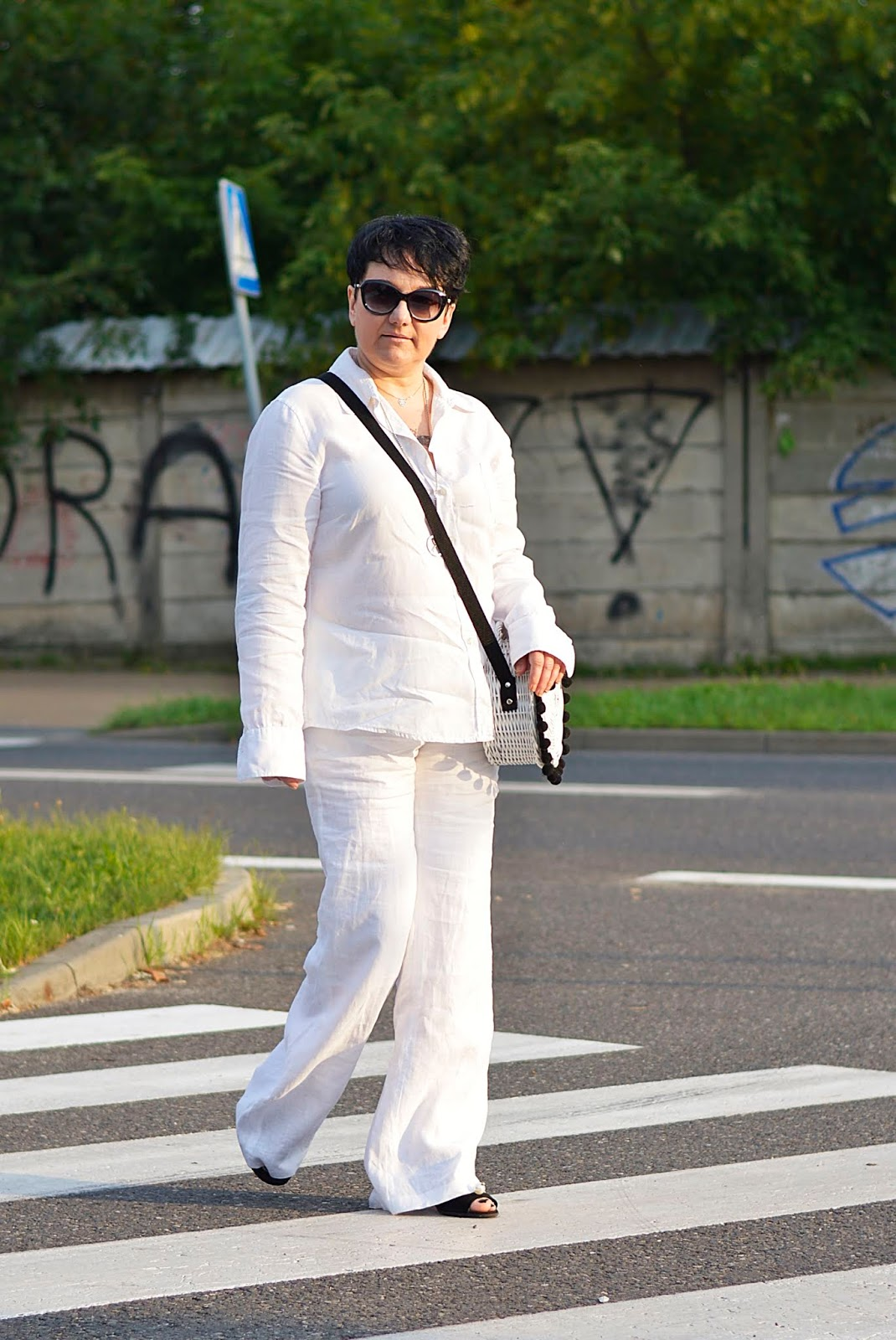 Linen stylization, white total look