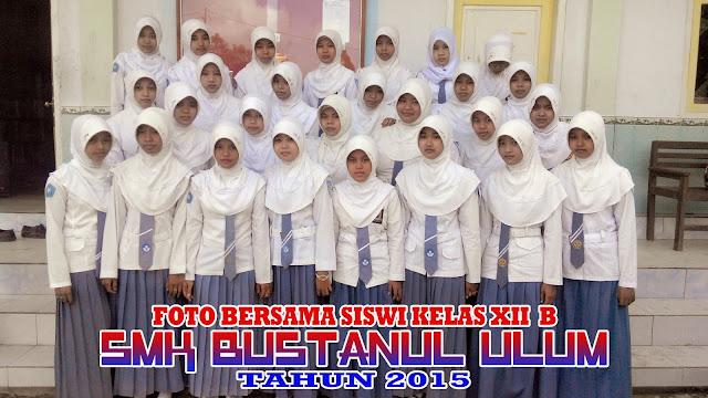 Foto Bersama Siswi Kelas XII B - SMK Bustanul Ulum Tahun 2015