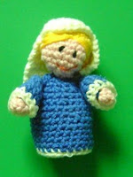 http://www.lasmanualidades.com/6383/virgen-maria-de-amigurumi