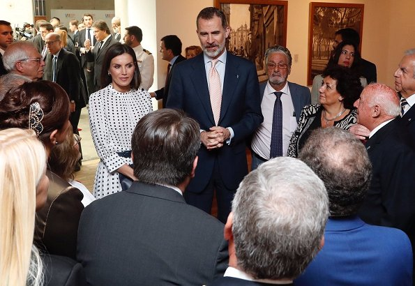 Queen Letizia wore a print dress by Massimo Dutti. First Lady Juliana Awada