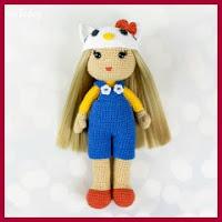 Muñeca con gorrito