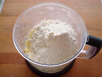 Da ultimo unire la farina
