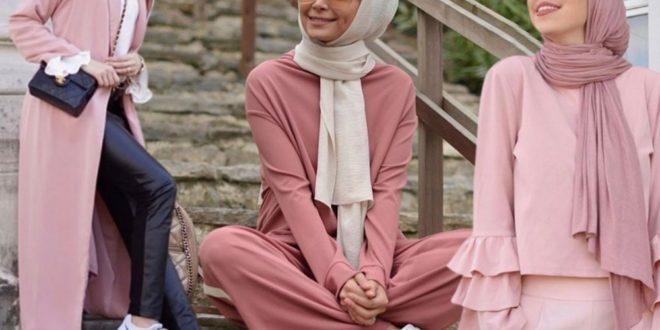 7b9864c789c9a يعكس اللون الزهري أنوثة بريئة مفعمة بالأناقة الراقية لذا، فهو من الألوان  المحببة لدى السيدات . غير أن اختيار ملابس محجبات يغدو مربكاً في ظل الحيرة  المرافقة ...