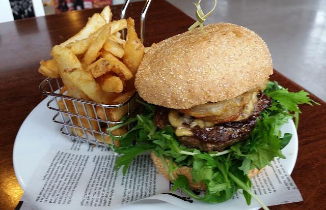 Araroa Tearooms, Auckland, burger