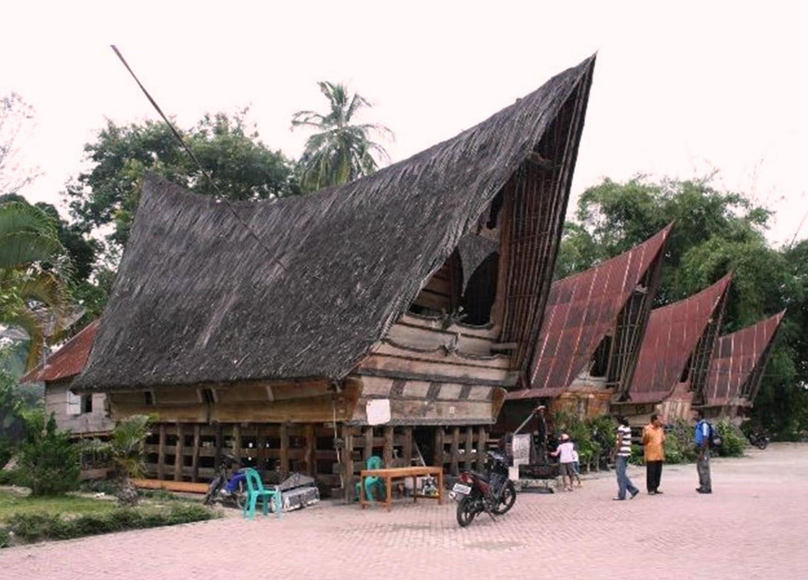 Apa Nama Rumah Adat Sumatera Utara