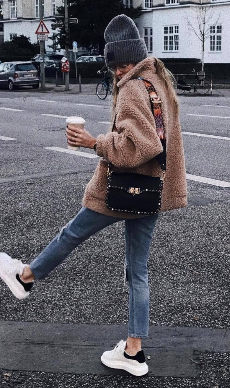 cozy winter outfit idea : hat + bag + nude fur coat + jeans + sneakers