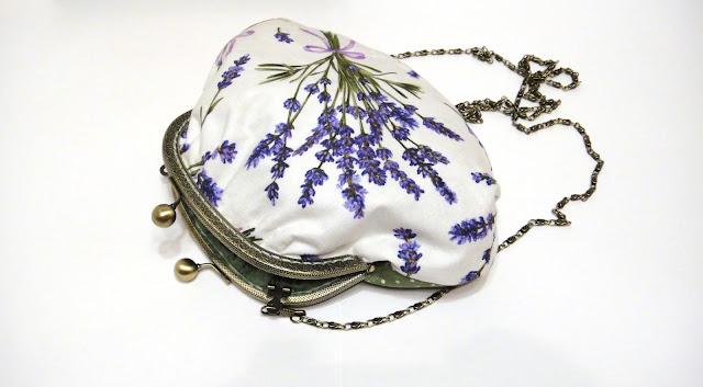 Лавандовая сумочка к белому платью, сумка к фиолетовому платью - ручная работа. Хлопок и лен. Сумка с фермуаром существует в одном экземпляре
