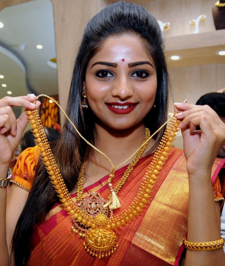 Bengaluru Rachita Ram In Orange Saree Inaugurates Jewelry Showroom