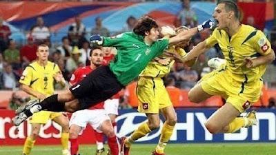 Lustige Fußball Bilder absichtliches Foul
