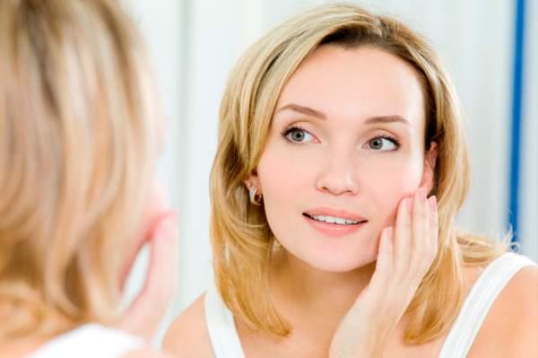 Cara membersihkan kulit wajah hindari penuaan dini