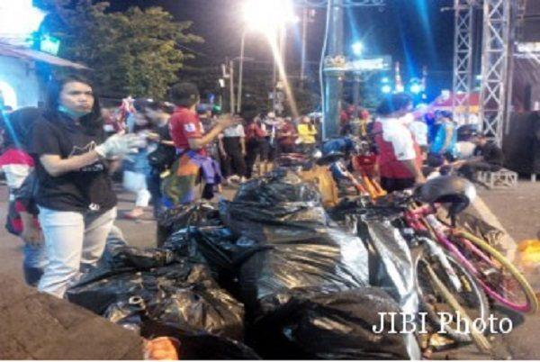 Daerahnya Dipenuhi Sampah Saat Tahun Baru, Komunitas Pemuda Ini Justru Lakukan Gerakan Yang Mulia